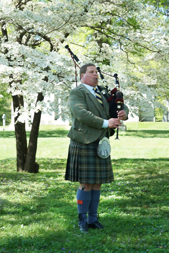 st-louis-funeral-bagpiper01