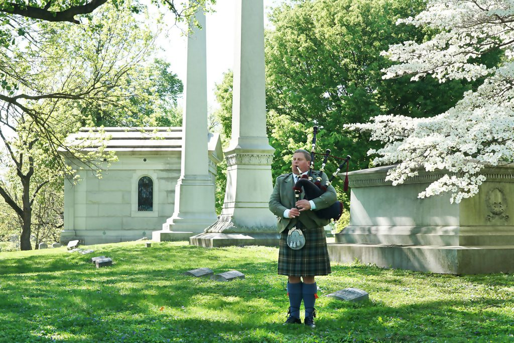 st-louis-funeral-bagpiper02
