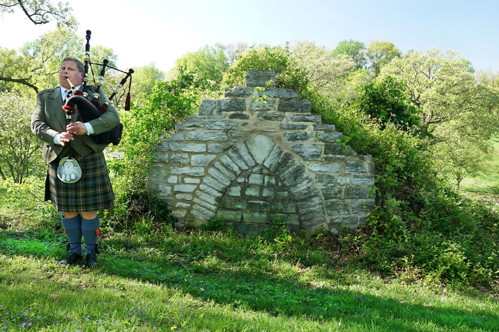 st-louis-funeral-bagpiper03