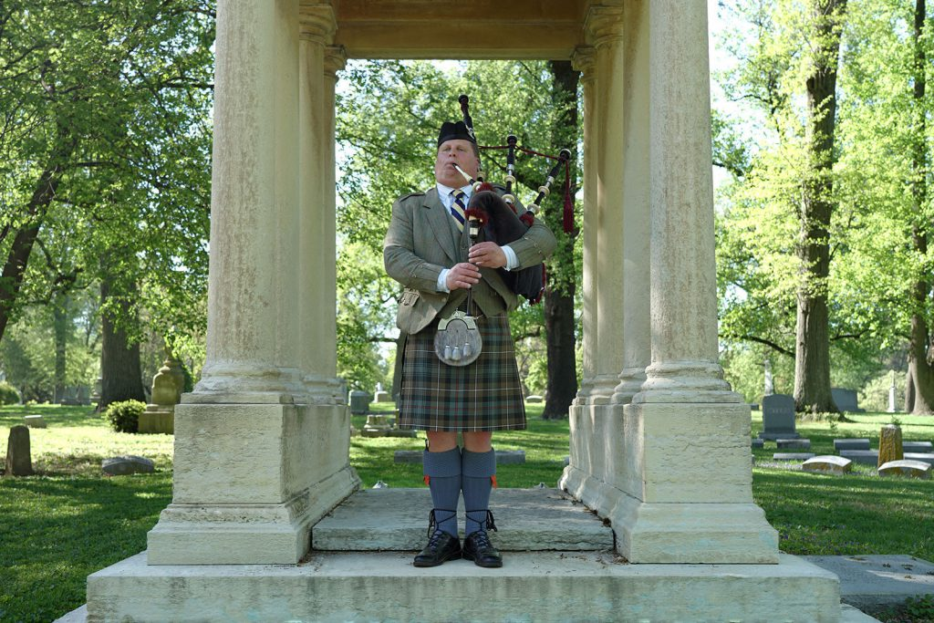 st-louis-funeral-bagpiper06