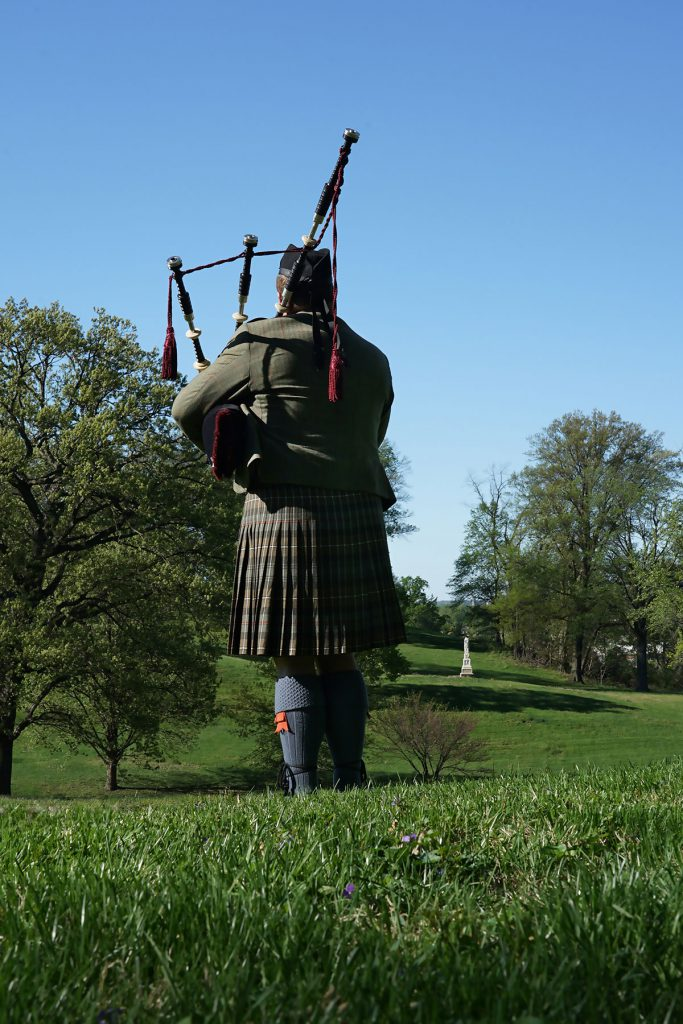 st-louis-funeral-bagpiper09